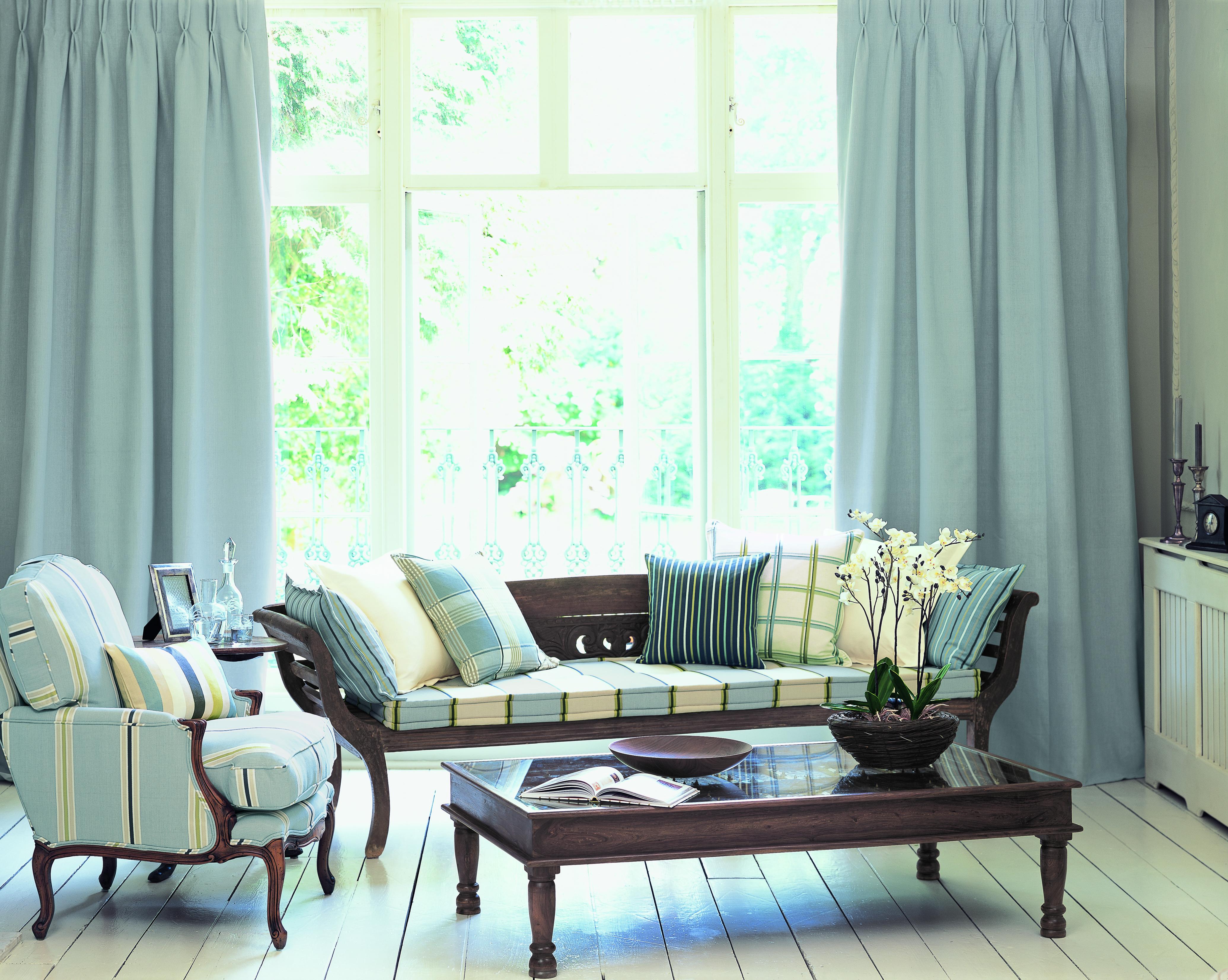 hay mucha variedad en cortinas opacas pueden ser cortinas de tela que tienen una capa de pvc por la parte de atrs que es la que est en contacto con la