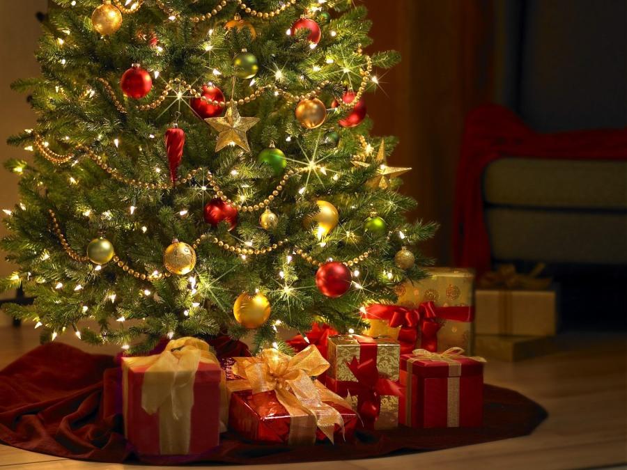 Árbol con regalos - Villalba Interiorismo