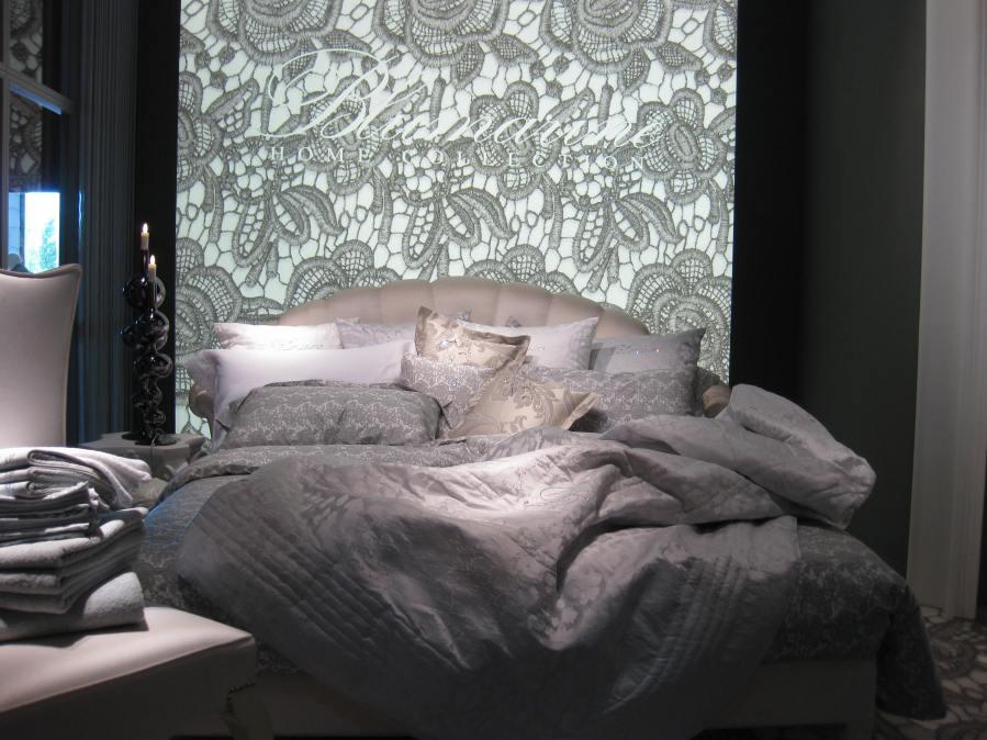 Edredón y cojines con Swarovski de Blumarine - Villalba Interiorismo