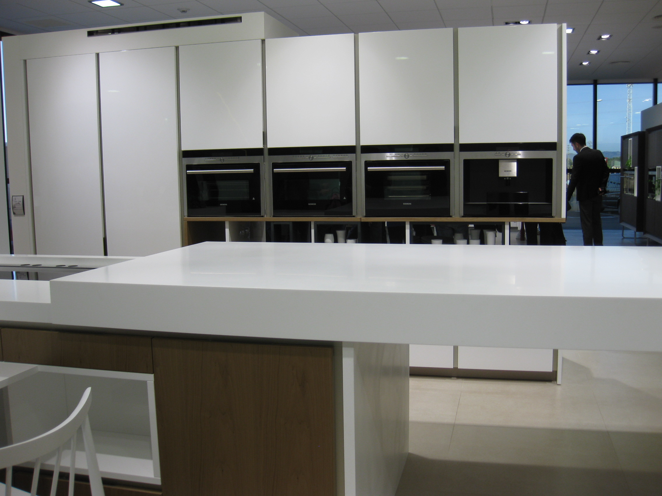 Un d a en porcelanosa grupo 3 parte villalba interiorismo - Montadores de cocinas ...