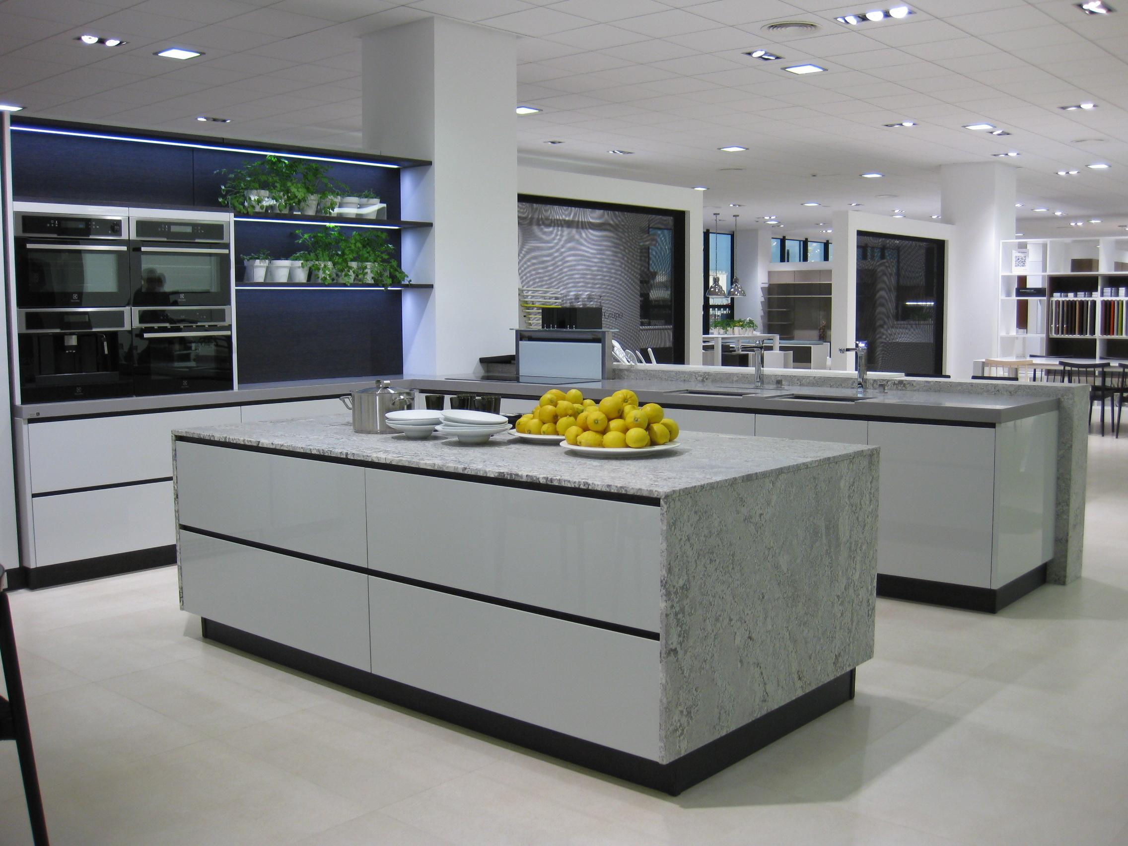 Un d a en porcelanosa grupo 3 parte villalba interiorismo for Cocinas espectaculares fotos