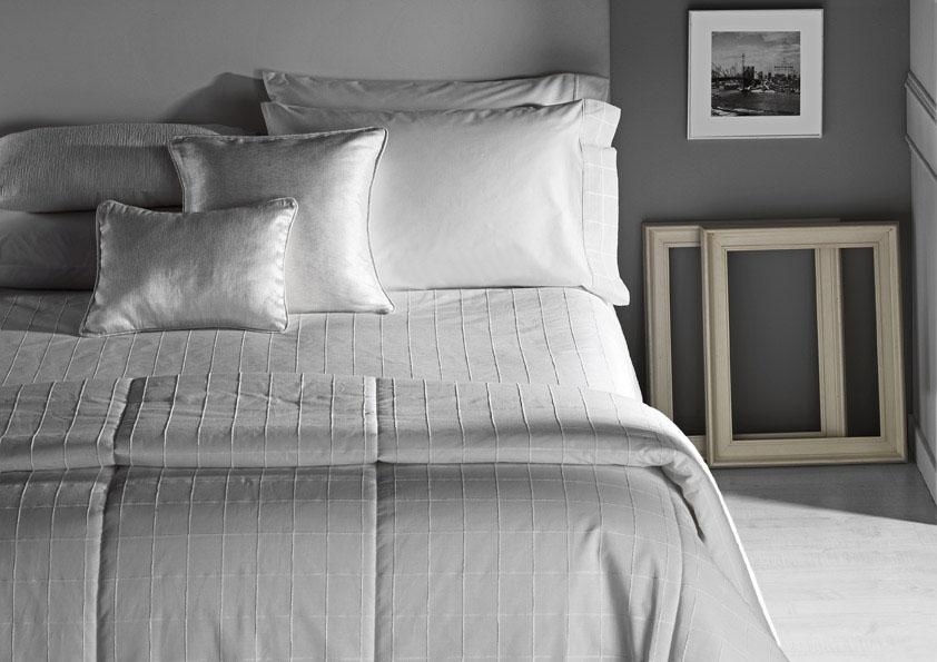 El blanco ideal para la cama villalba interiorismo - Como hacer edredones ...