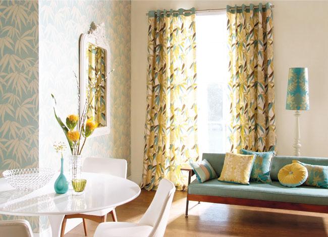 Salón con dobles estampadas florales (2)
