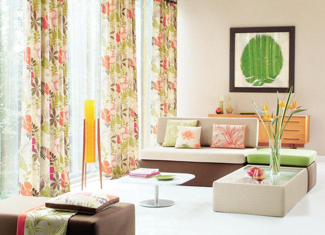 Salón con dobles estampadas florales (3)
