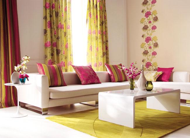 Salón con dobles estampadas florales