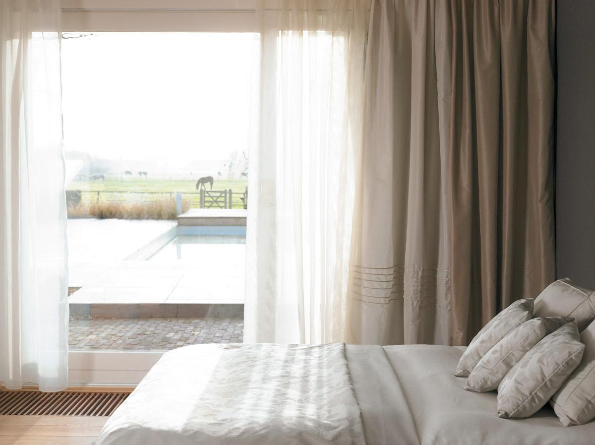 C mo colocar en las ventanas los visillos con dobles for Cortinas visillo modernas