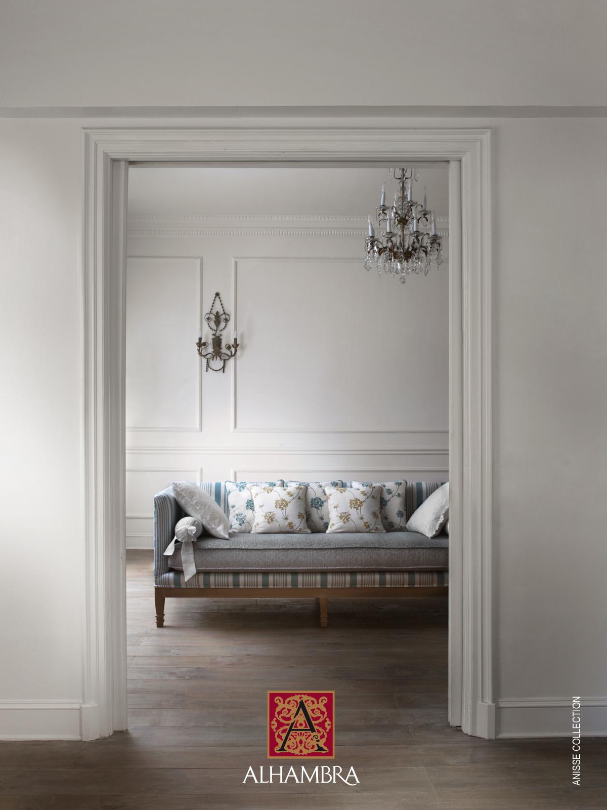 Decora con telas rom nticas villalba interiorismo - Tapizar cojines sofa ...