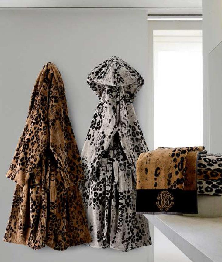 Albornoz y juego de toallas Roberto Cavalli - Villalba Interiorismo