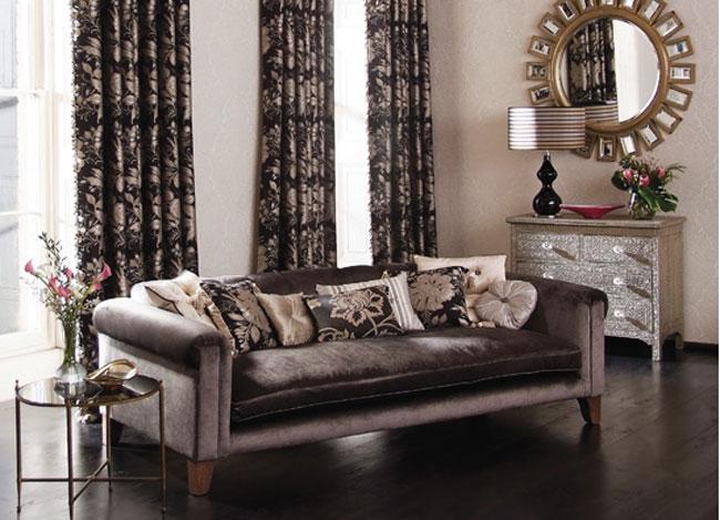Consejos para colocar cojines en tu sof villalba for Decorar esquinas salon