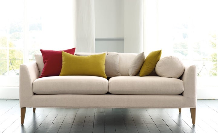 Consejos para colocar cojines en tu sof villalba - Telas para cubrir sofas ...