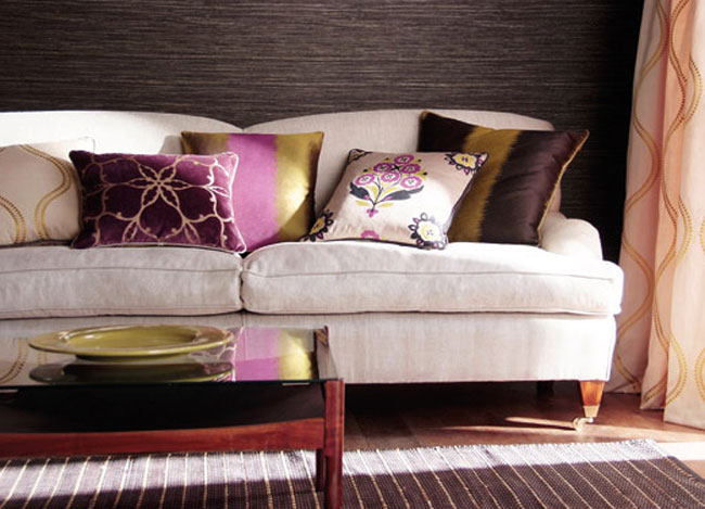 Consejos para colocar cojines en tu sof villalba for Decoracion de sofas