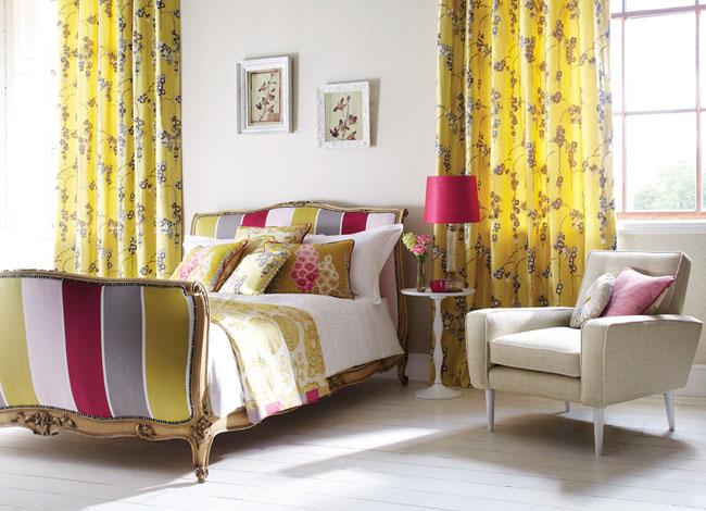 Dormitorio combinado rayas con flores - Villalba Interiorismo