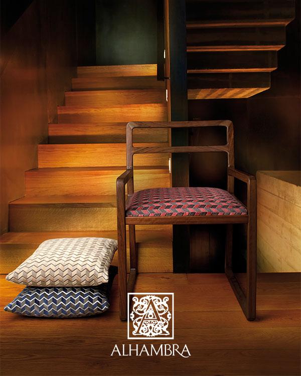 Silla tapizada con tela de Alhambra - Villalba Interiorismo