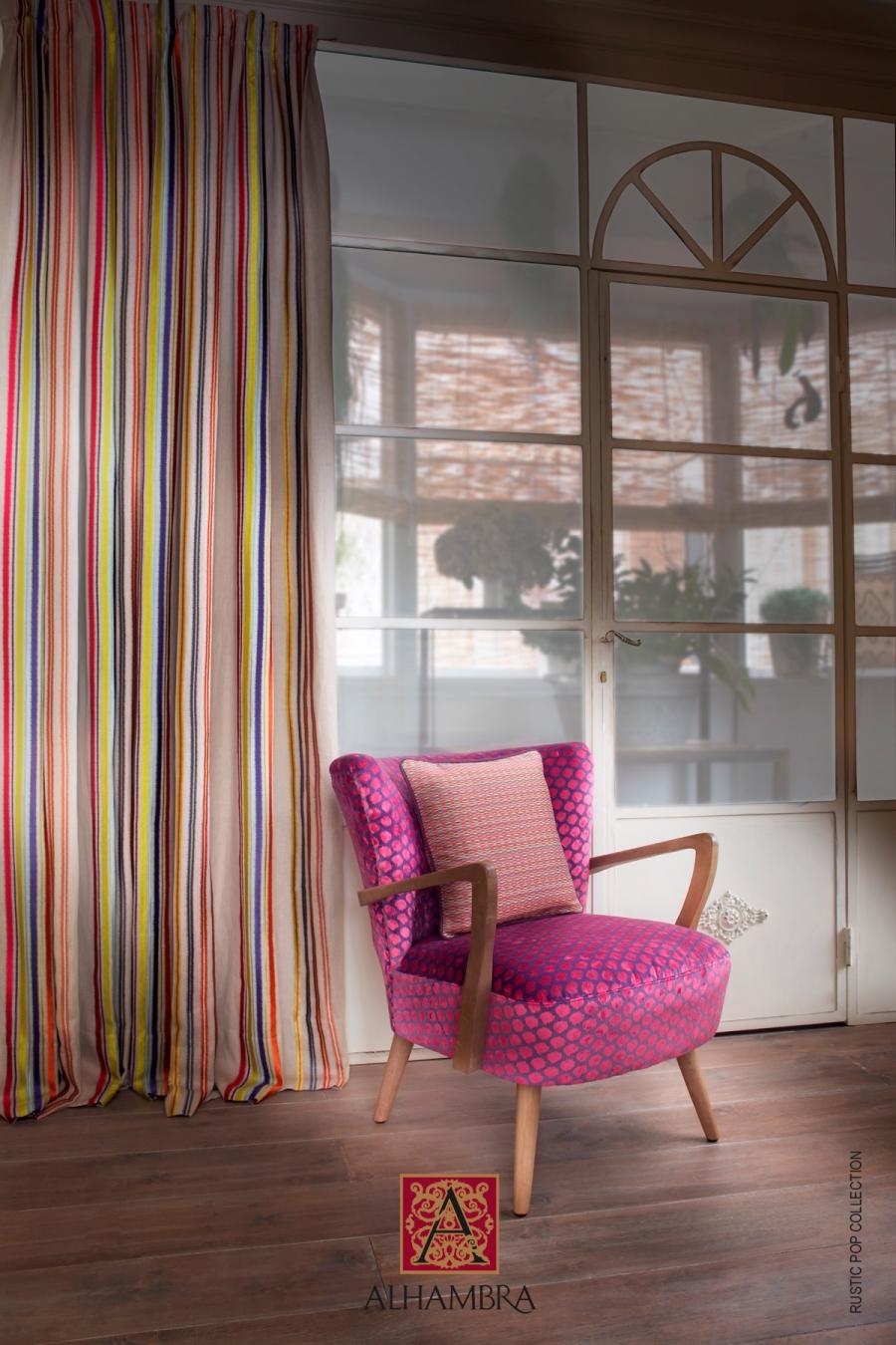 Sillón tapizado en  fucsia - Villalba Interiorismo
