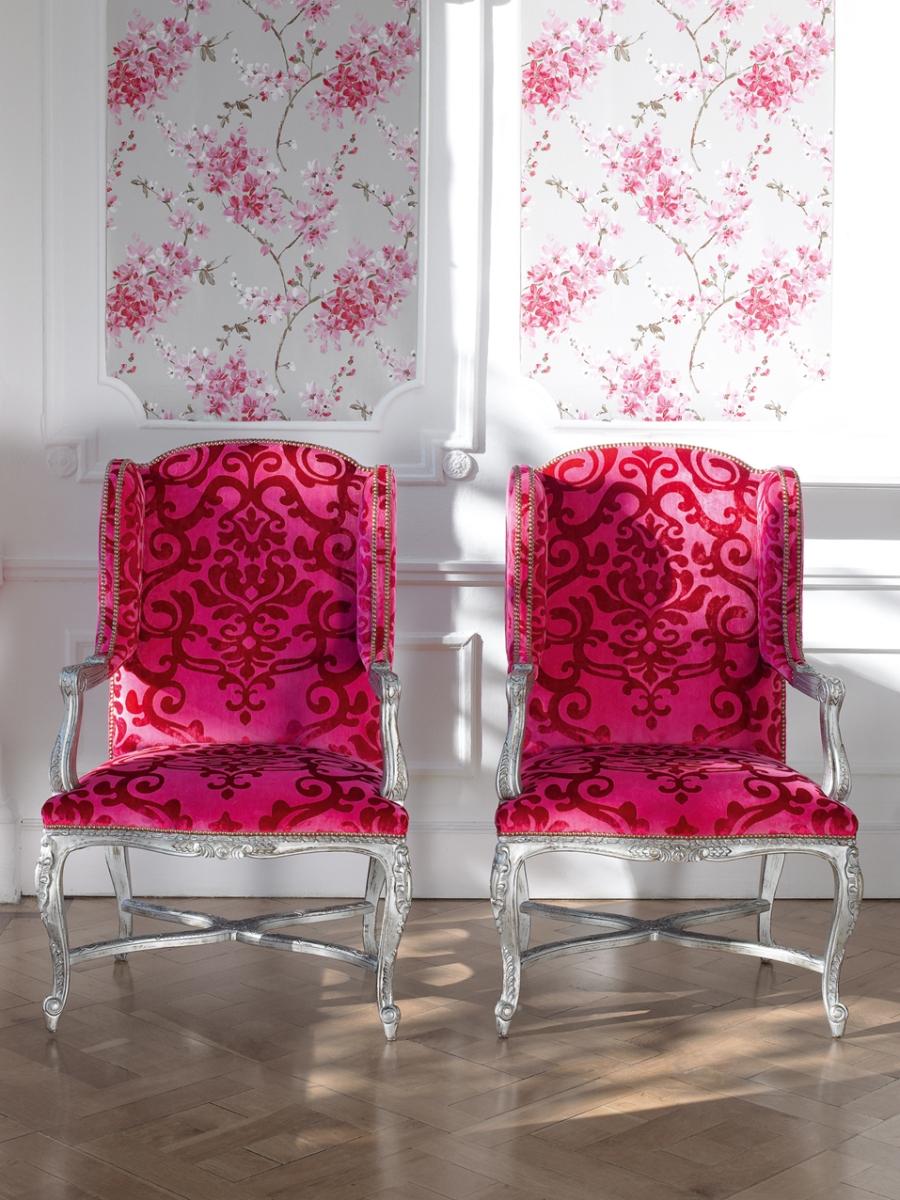 Sillones tapizados en fucsia - Villalba Interiorismo