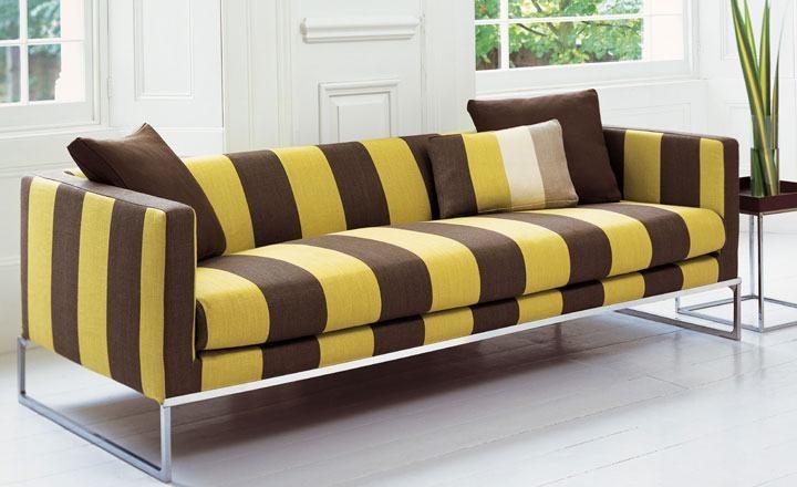 Sofá a rayas en amarillo - Villalba Interiorismo