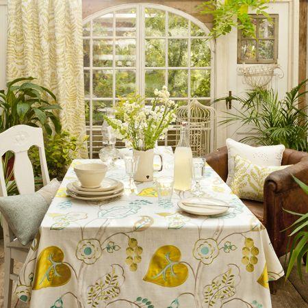 Cocina con amarillo y verdes - Villalba Interiorismo