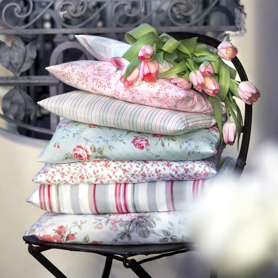 Cojines estampados de flores - Villalba Interiorismo