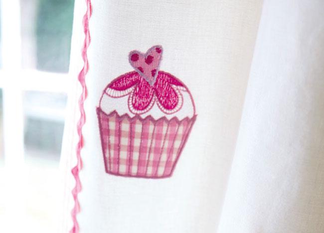 Detalle de la tela bordada Cup cakes - Villalba Interiorismo