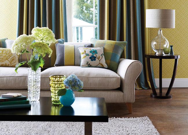 Salón ccolor amarillo y azul - Villalba Interiorismo