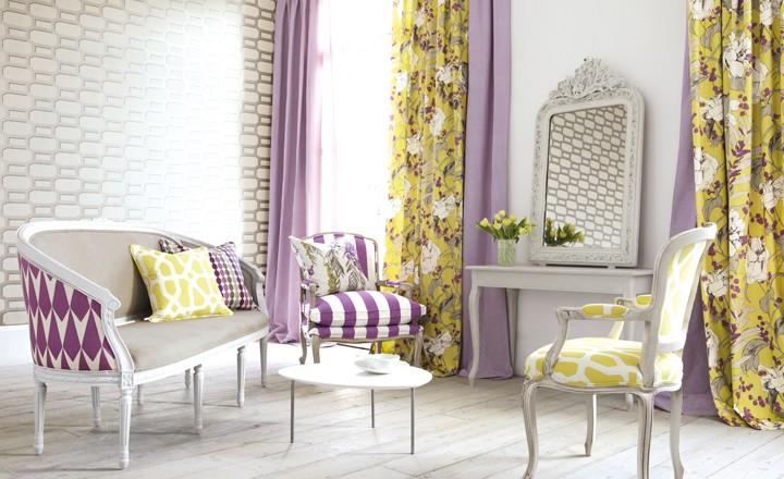 Salón color amarillo y morado - Villalba Interiorismo