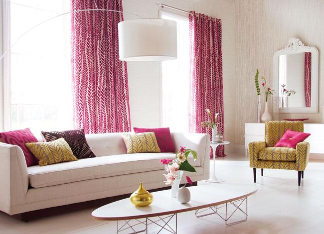 Salón color rosa y amarillo - Villalba Interiorismo