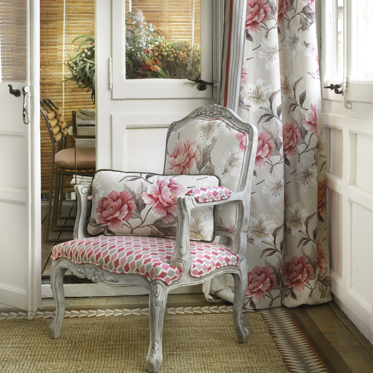 Tendencia estampados de flores en tu sal n villalba - Como hacer unas cortinas para el salon ...