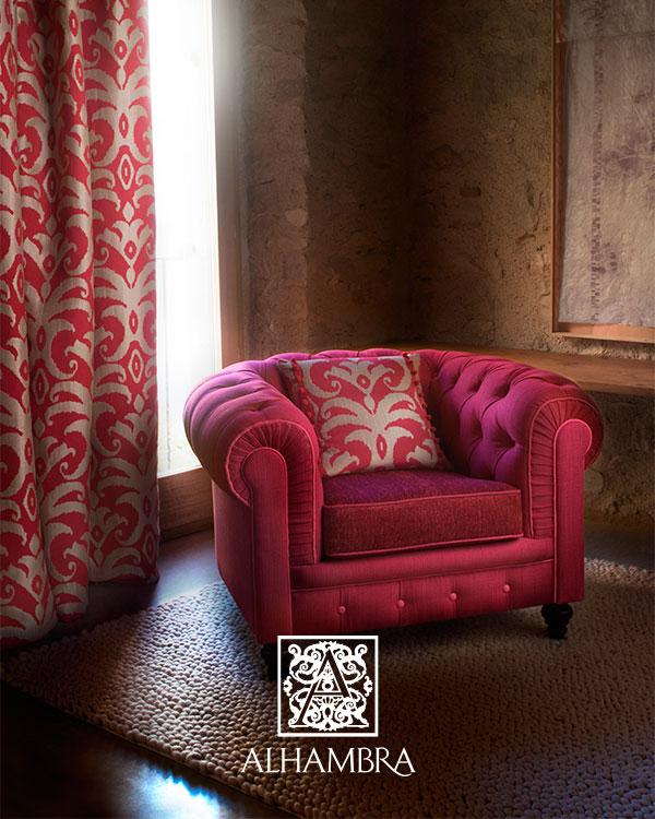 Sillón y cortinas con telas del catálogo Alhambra - Villalba Interiorismo