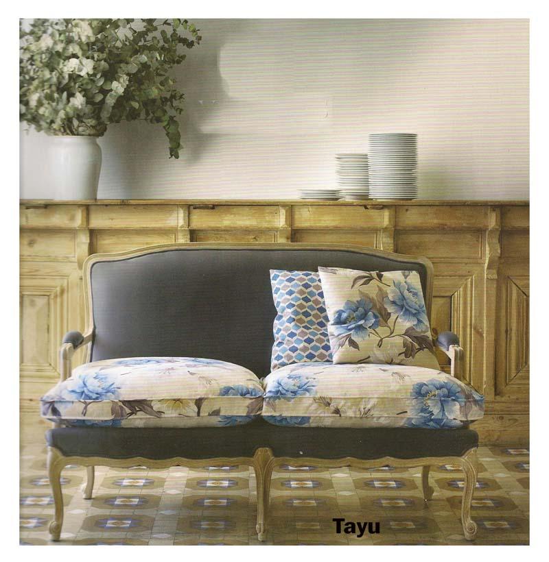 Sofá con estampado flores - Villalba Interiorismo