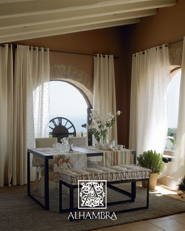Decora tus ventanas con visillos villalba interiorismo for Ambiente rustico