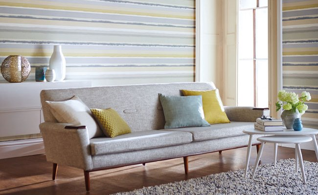 Decorar el sal n con papel pintado a rayas horizontales - Salones decorados con papel pintado ...