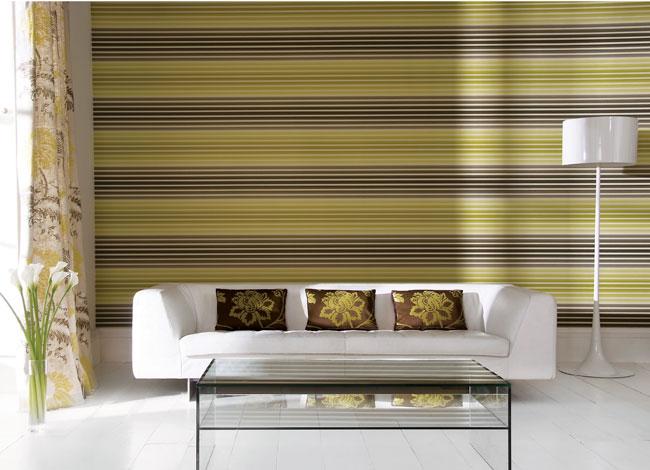 Decorar el sal n con papel pintado a rayas horizontales for Papel de pared para salon