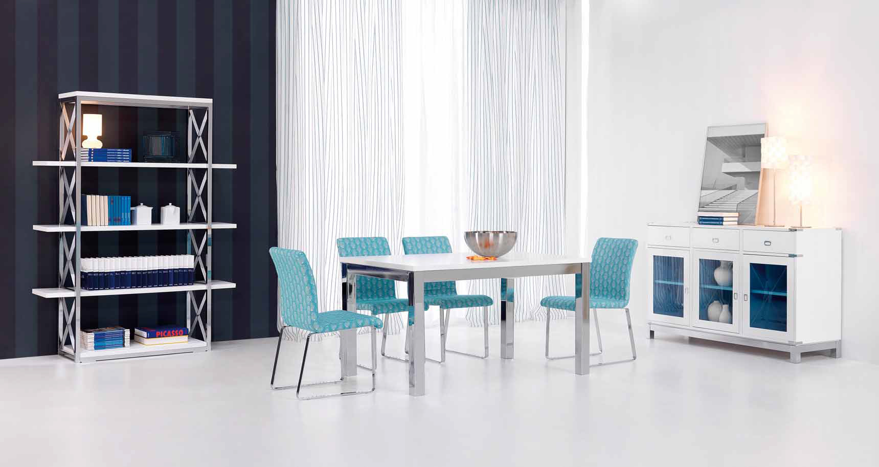 Ideas para decorar en color turquesa villalba interiorismo for Sillas azules comedor