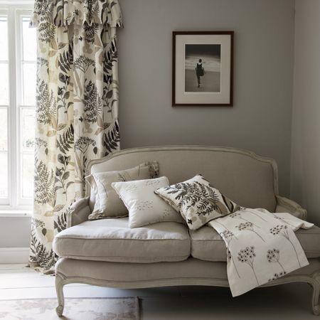 Salón en blanco, gris y negro - Villalba Interiorismo