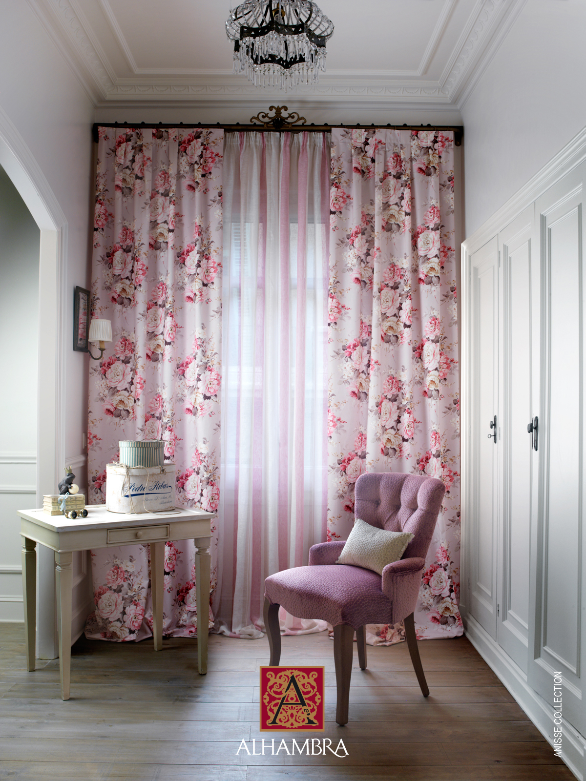 Ambientes con telas de flores y en rosa villalba for Cortinas vintage salon
