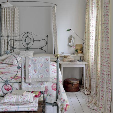 Ambientes con telas de flores y en rosa villalba for Cortinas vintage dormitorio