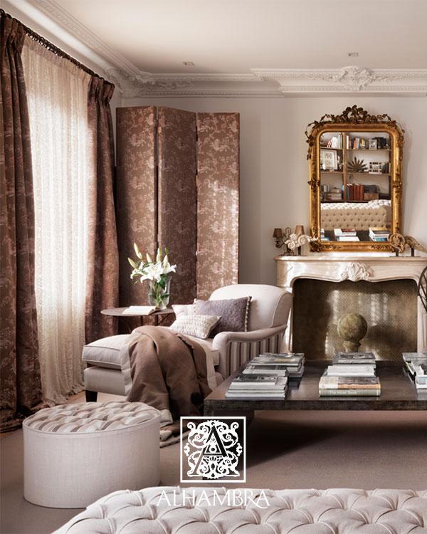 Salón con dobles cortinas . Villalba Interiorismo