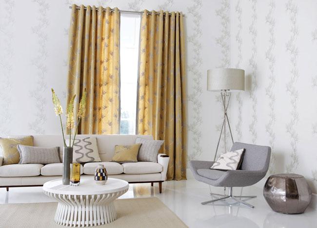 Salón con dobles cortinas y barra - Villalba Interiorismo
