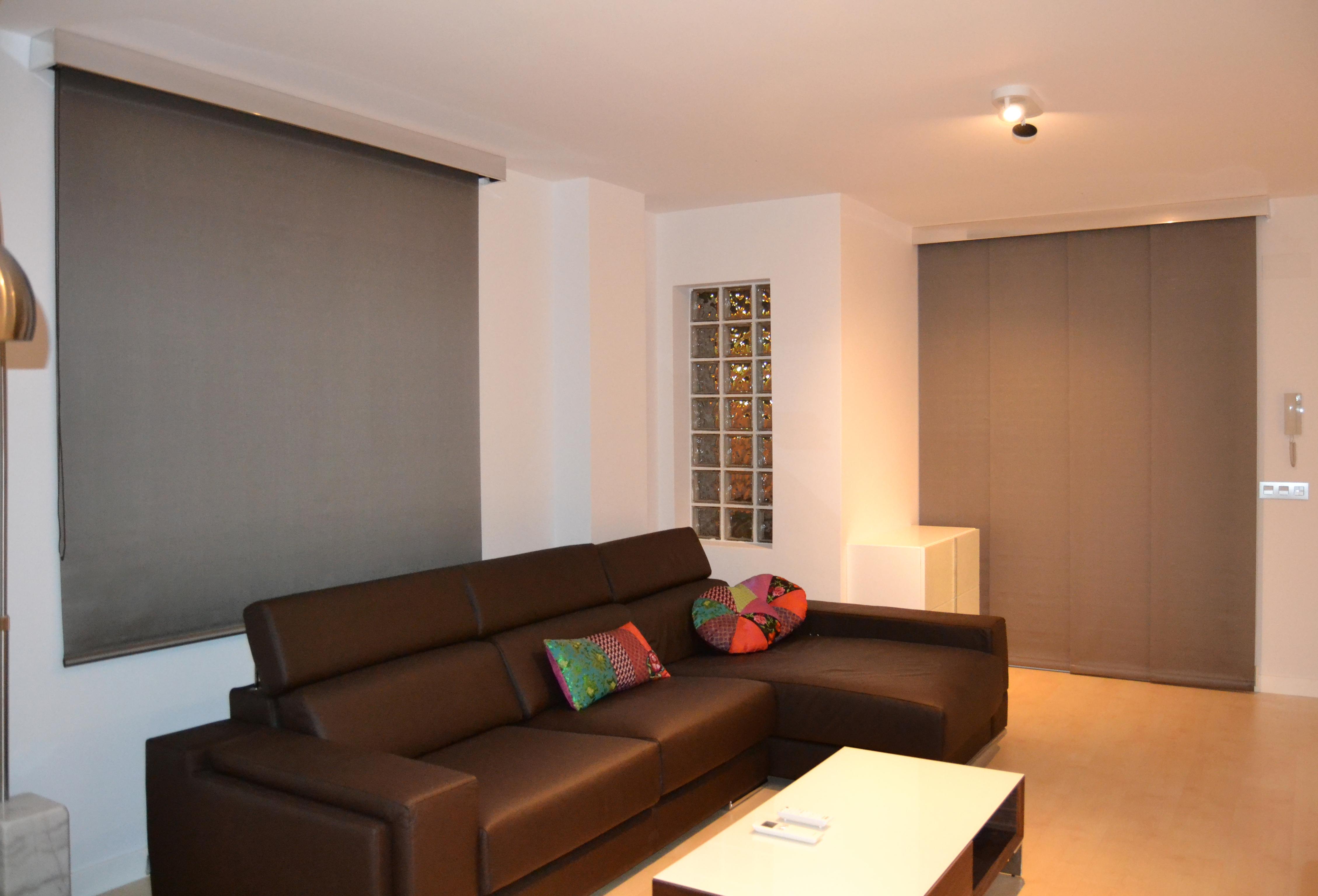 C mo combinar enrollable y panel japon s en el mismo sal n - Interiorismo salones modernos ...