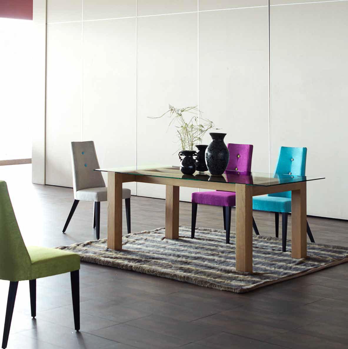 Ideas de color que marcan la diferencia villalba for Sillas tapizadas estampadas