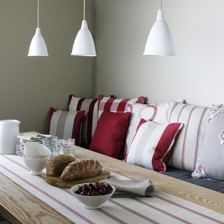 Cocina con telas a rayas - Villalba Interiorismo