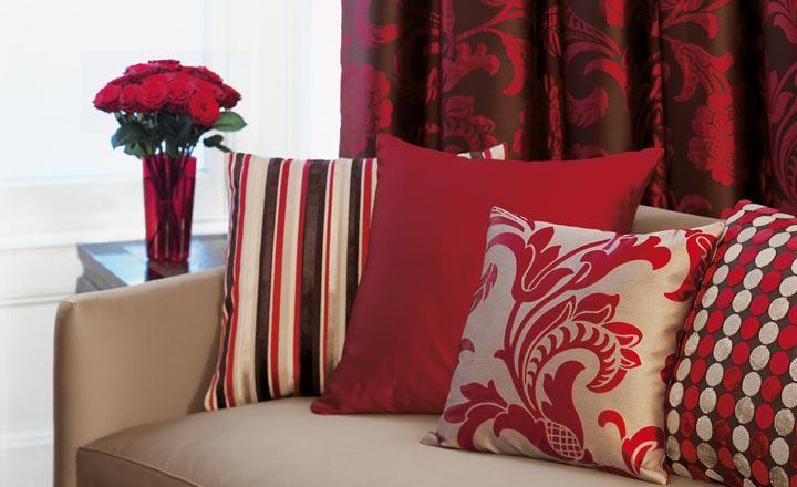 El rojo pasi n para el sal n villalba interiorismo - Cojines de colores para decorar ...