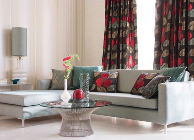 Dobles cortinas con rojo - Villalba Interiorismo