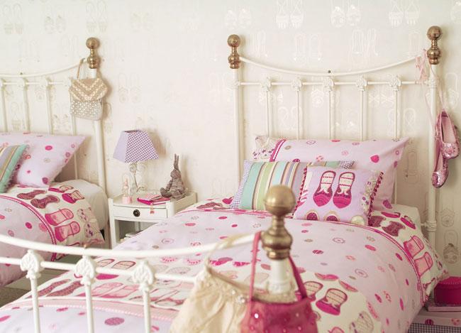Lila y fucsia para una habitaci n de ni a villalba for Habitacion lila y blanca