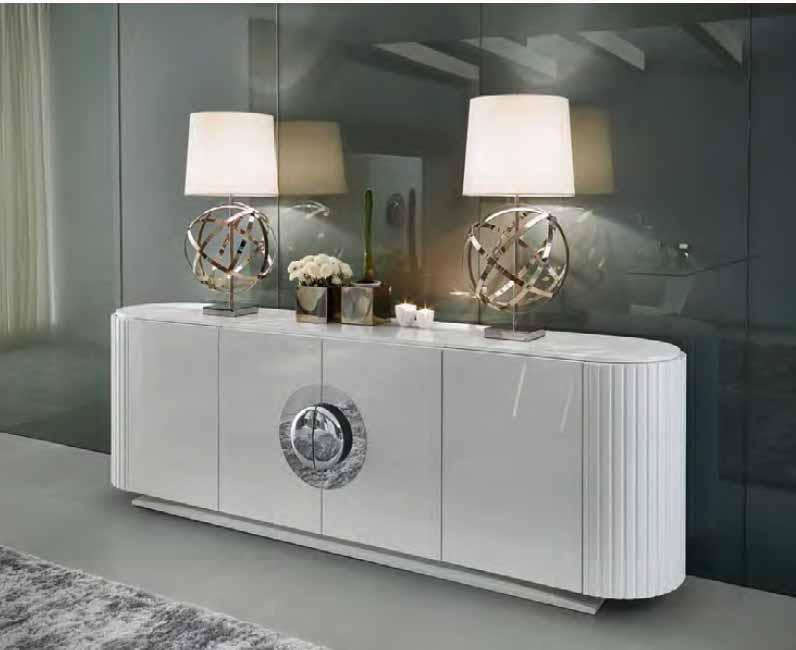 Un original comedor lacado en blanco villalba interiorismo for Muebles de salon lacados