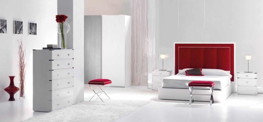 Cabezal tapizado en rojo - Villalba Interiorismo