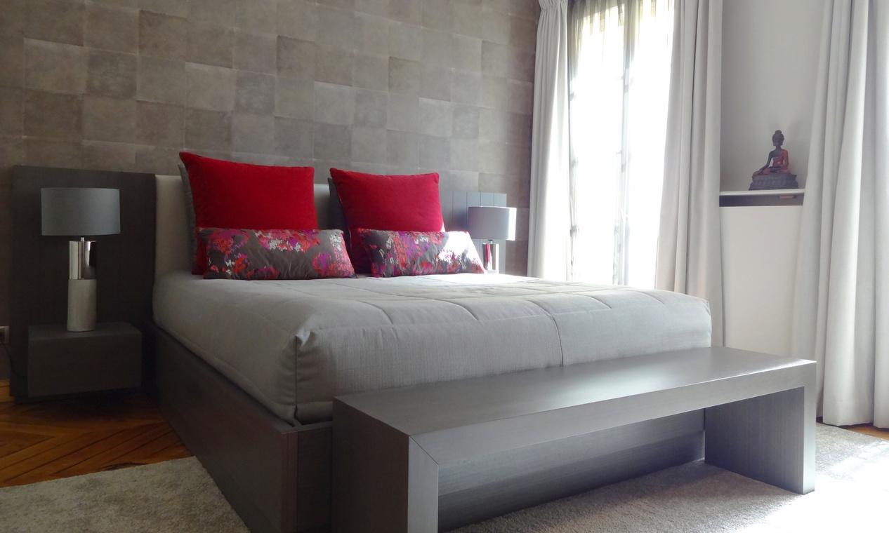 El rojo pasi n para el dormitorio villalba interiorismo - Cojines grandes para cama ...
