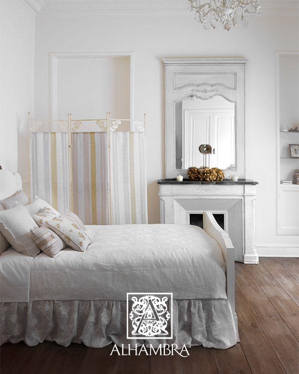 Colcha con tela bordado - Villalba Interiorismo