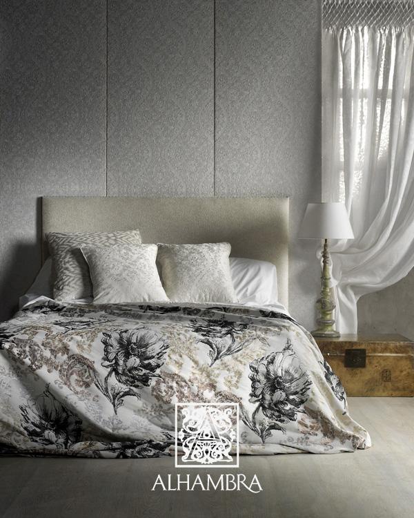 Colcha con brillos metálicos en plata y dorados - Villalba Interiorismo