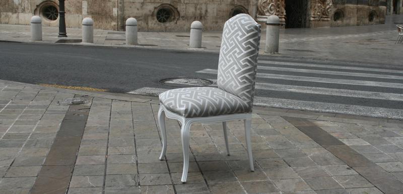 Sillas con mucho estilo villalba interiorismo - Como tapizar una silla con respaldo ...